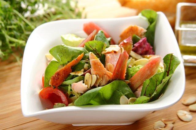 Rabarbarowa-salatka-z-wedzonym-lososiem.jpg