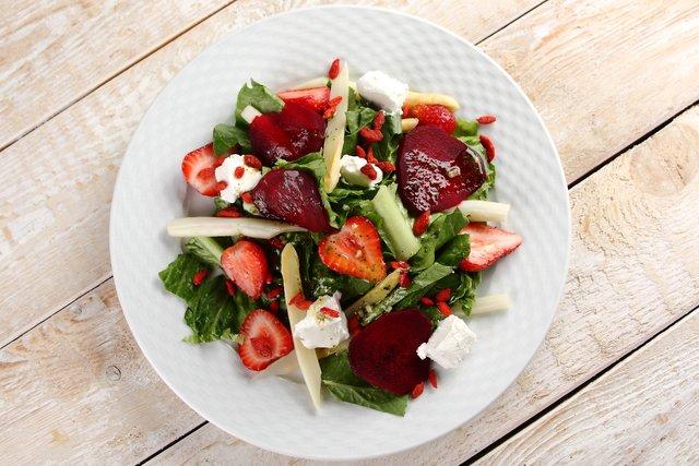 Salatka zeszparagami iowocami goji3.JPG