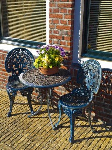 Dekoral Odnawiamy stare, metalowe meble ogrodowe.jpg