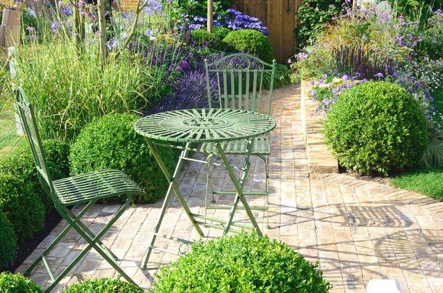 Dekoral_malowanie mebli ogrodowych.jpg