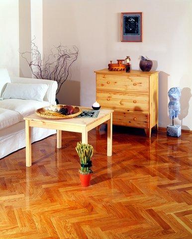 Naturalna odporność drewna ilakier gwarantują wysokie właściwości użytkowe.jpg