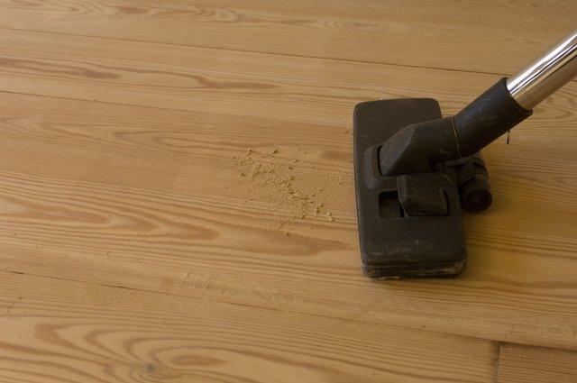 Przed lakierowaniem należy całkowicie odpylić podłogę.jpg