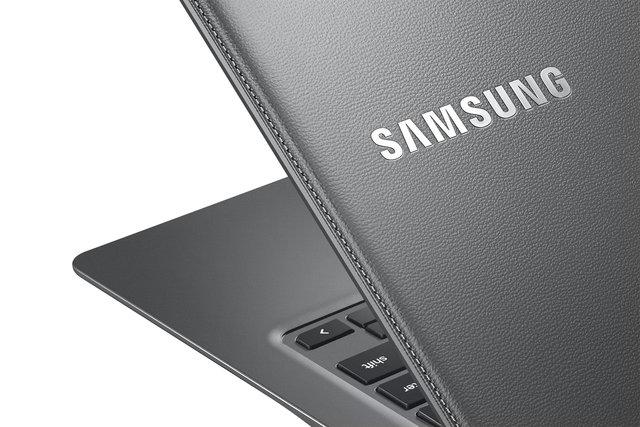 Chromebook2-13_014_Detail_Luminous Titan-HR.jpg